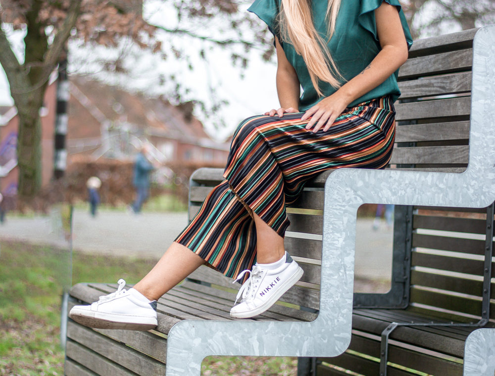 Outfit: Emerald & Lines