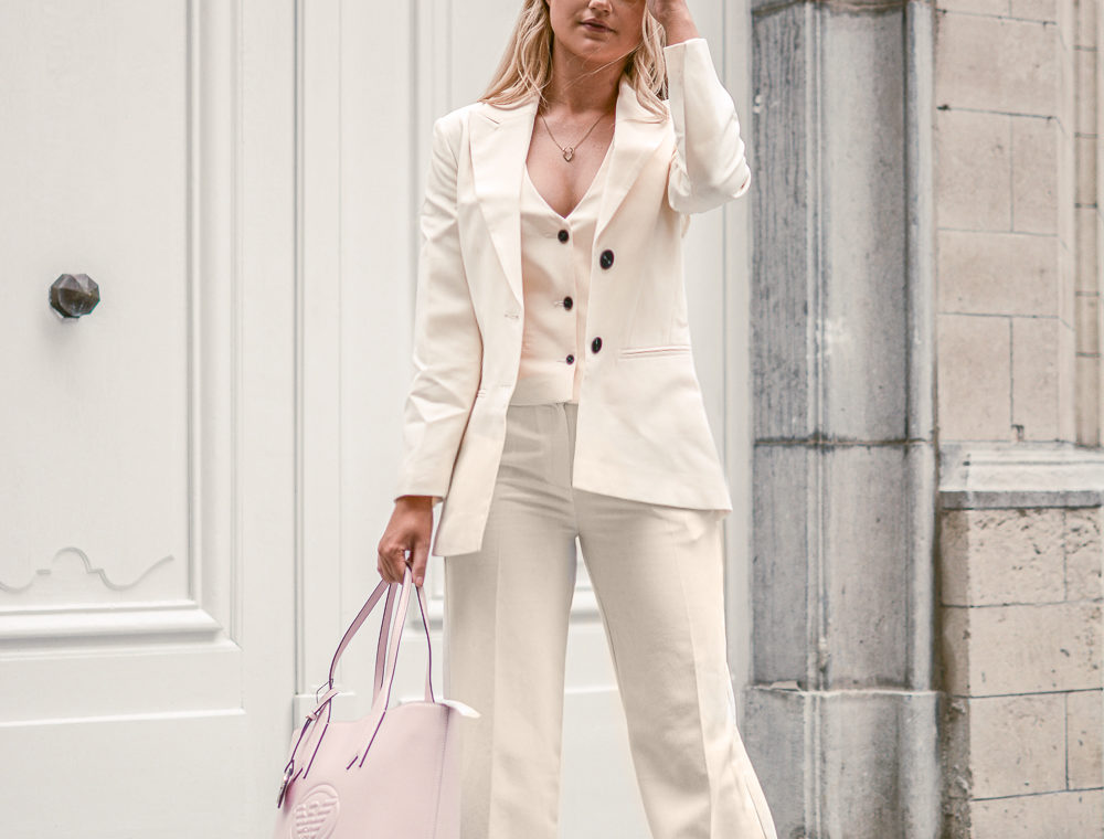 Outfit: Ivory Lady